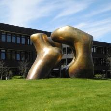 2015.04.17 Bonn Skulptur Bundeshaus.jpg