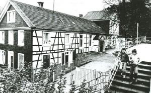 1825 Schule Ellias Eller Straße