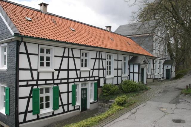 RoStrEliasEller48AlteSchule20050409b.JPG